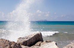 Water op rotsen Stock Afbeeldingen