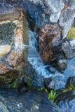 Water over Rotsen 2 stock afbeeldingen
