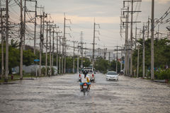 Water overstromende aanval aan Amata Nakorn Industrial Estate Royalty-vrije Stock Foto's