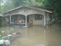 Water overstroomd dorp in het district van nakhonsi thammarat Royalty-vrije Stock Foto