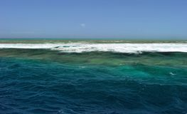 Water, overzees hemel, golven Australië, Groot Barrièrerif stock foto