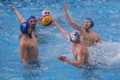 Water polo - lanzar la bola Imagen de archivo