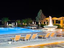 Water pool and fountain at night Royalty Free Stock Photos