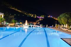 Water pool and fountain at night Royalty Free Stock Photography
