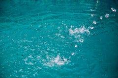 Water in pool het bespatten Stock Afbeeldingen