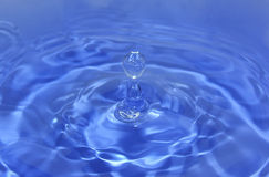 Water sculpture. Water drop hitting the surface Royalty Free Stock Photos