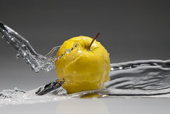 Water splash on yellow apple Royalty Free Stock Photography