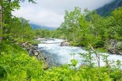 Water van een rivier in de Noorse bergen Royalty-vrije Stock Foto