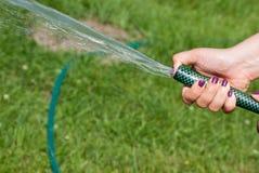 Water van een tuinslang Royalty-vrije Stock Foto's
