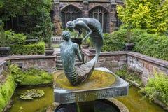 Water van het Levensbeeldhouwwerk in Chester Cathedral stock foto's