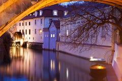 Water-wheel bajo el puente de Charles Fotos de archivo libres de regalías