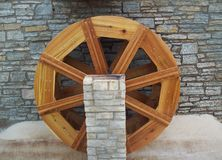 Water Wheel Outside Rustic Building Royalty Free Stock Photography