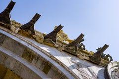 Waterafvoerkanaal, gootspuiten op de buitenkant van St Teken` s Basiliek in Venetië Stock Foto's