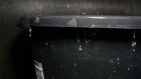 Waterafvoerkanalen van het zwarte bekken stock video