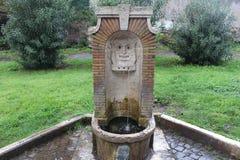 Waterbeeldhouwwerk in Roman Park Stock Afbeelding