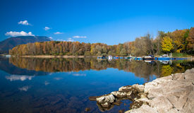 Waterbezinning - meer Liptovska Mara, Slowakije stock foto's