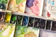 Δίσκος και βούρτσα Watercolor στοκ φωτογραφίες