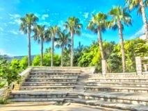 watercolor Amphitheater mit Steinreihen von Sitzen gegen den Hintergrund von Palmen lizenzfreie abbildung