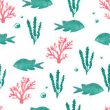 Watercolor seamless pattern with sea fish and seaweeds Royalty Free Stock Photos
