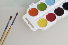Watercolors και βούρτσες για τη ζωγραφική Στοκ Φωτογραφία