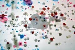 Watercolr formar vaxartad målarfärg, kontrast bakgrund i pastellfärgade toner royaltyfri bild