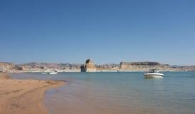 Watercraft en un camping popular en el desierto Imágenes de archivo libres de regalías