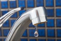 Waterdaling die van Kraan druipen Royalty-vrije Stock Foto