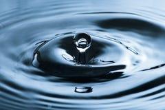 Waterdaling het bespatten Stock Foto's