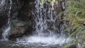 Waterdalingen stock footage