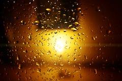 Waterdalingen met kaarslicht Stock Fotografie