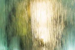 Waterdalingen op het glas Stock Foto's