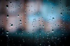 Waterdalingen op venster Stock Afbeelding