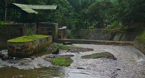 Waterdam met vuil water royalty-vrije stock foto's