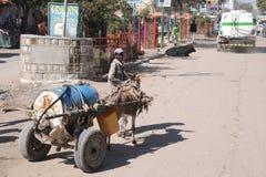 Waterdrager op de straat Hargeisa. Royalty-vrije Stock Afbeelding