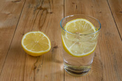 Waterdrank met citroen Stock Afbeeldingen