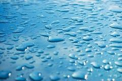 Waterdrops metallici lucidi immagine stock