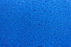 Waterdrops na błękitnej samochodowej farbie jako metro obrazy stock