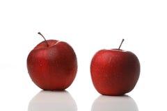 Waterdrops op een appel royalty-vrije stock afbeeldingen