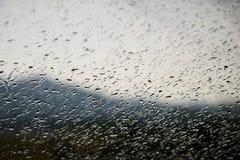 Waterdrops sur une fenêtre Photographie stock libre de droits