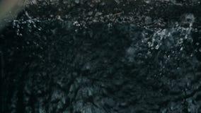 Waterdruppels op de stroom stock videobeelden