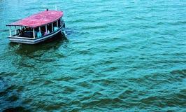 Wateren en boot Royalty-vrije Stock Afbeeldingen