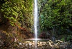 Waterfal alle fontane della passeggiata 25 di levada, isola del Madera Fotografie Stock