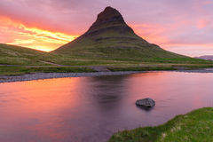 waterfal的Kirkjufellsfoss 库存图片