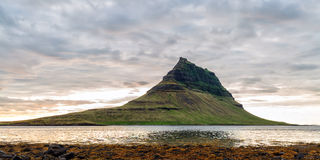 waterfal的Kirkjufellsfoss 免版税库存照片