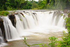 Waterfal Tad Pha Souam, Paksa södra Laos. Arkivbilder