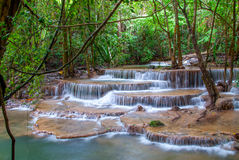 Waterfall in deep rain forest jungle (Huay Mae Kamin Waterfall i Royalty Free Stock Images