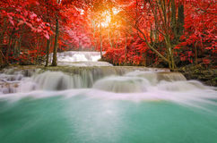 Waterfall in deep rain forest jungle (Huay Mae Kamin Waterfall i Royalty Free Stock Photo