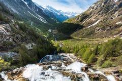 Waterfall Del Toce στο ηλιόλουστο πρωί Στοκ Φωτογραφία