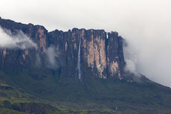 Waterfalls and clouds at Kukenan tepui or Mount Roraima. Venezue Stock Photography