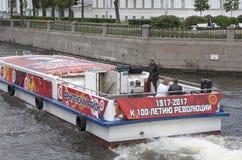 Waterfestival Watertram met revolutionaire stijl wordt gestileerd die stock fotografie